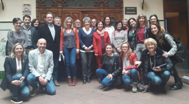 La secretaria autonómica de Servicios Sociales y Autonomía Personal, Helena Ferrando, se ha reunido con los representantes de este colectivo en Castellón.