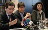 El presidente de Sociedad Civil Catalana, José Rosiñol junto a los vicepresidentes de la entidad, Miriam Tey y Alex Ramos