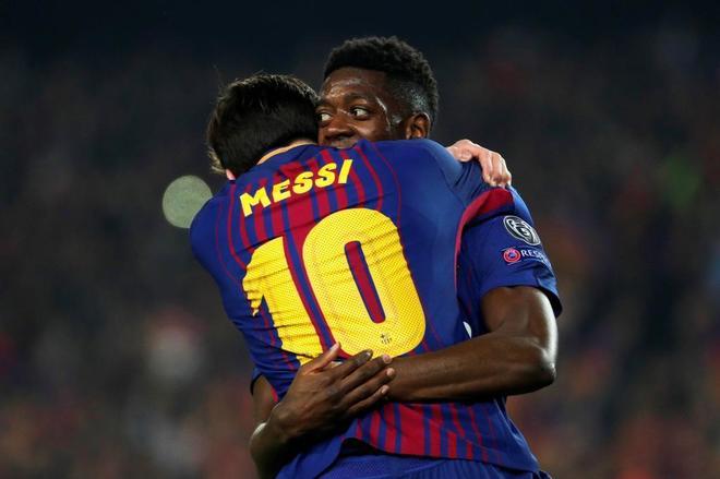 Messi abraza a Dembélé, después del gol del francés al Chelsea.