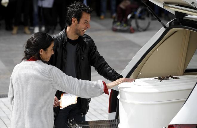 Los padres de Gabriel, Ángel y Patricia, se despiden del pequeño durante su funeral.