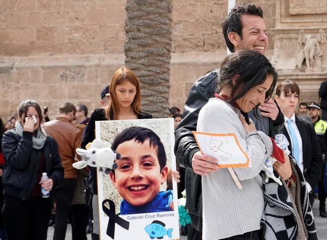 Los padres de Gabriel Cruz durante su funeral este martes.