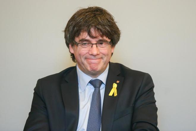 El ex presidente de la Generalitat de Cataluña, Carles Puigdemont,...