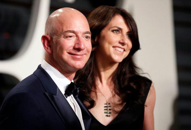 5a2b23c3cc42 Jeff Bezos y su esposa