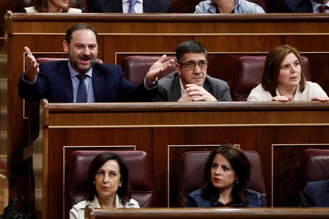 El secretario de organización del PSOE Jose Luis Ábalos, en el pleno del Congreso de hoy.