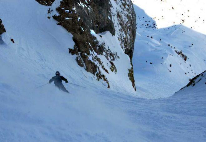 El descenso de la Zapatilla, uno de los fuera pista más prestigiosos de las montañas españolas.