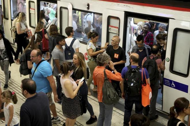 Usuarios del Metro de Barcelona, en junio pasado.