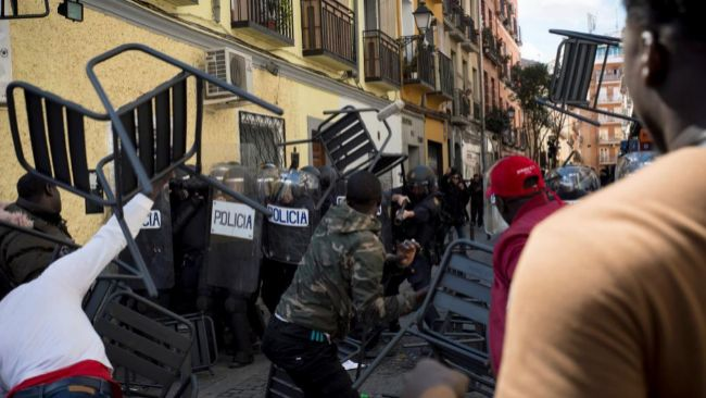 España: deportaciones, discriminaciones, redadas,  explotaciones... contra inmigrantes. - Página 4 15212196238036