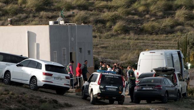 Ana Julia Quezada, en la finca de Rodalquilar, el pasado martes, tras una reconstrucción de los hechos coordinada por la Guardia Civil.