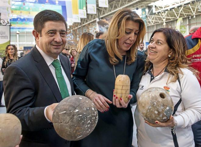 Susana Díaz, ayer, durante su visita a la quinta edición de la Feria de los Pueblos en Jaén.