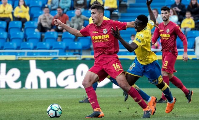 Rodri se deshace de Etebo durante el Las Palmas vs Villarreal.