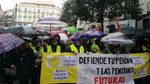 Los jubilados exigen bajo una intensa lluvia  pensiones dignas