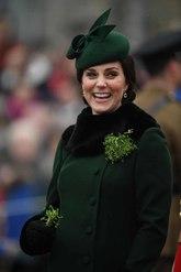 Kate ha elegido un 'outfit' en verde para rendir homenaje al patrón...