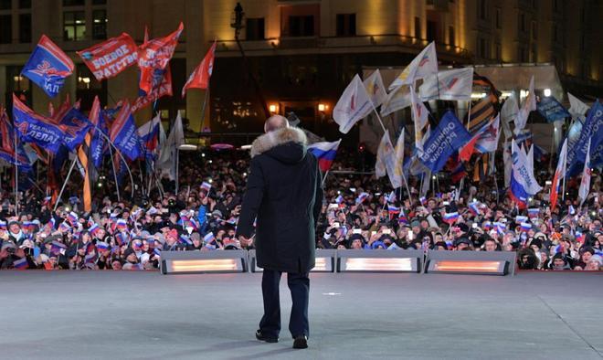 El presidente ruso en el escenario donde dio el mitin, ayer.