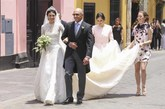El vestido de novia, de corte clásico,  lo ha firmado Jorge Vázquez....