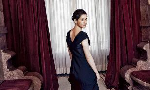 Inés Arrimadas posa para 'Telva' vestida de noche en el Salón de los...