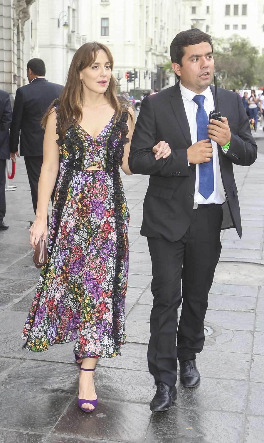El vestido de flores de Tamara llevaba unos detalles de encaje negro.