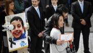Los padres de Gabriel Cruz, durante el multitudinario funerl por el...