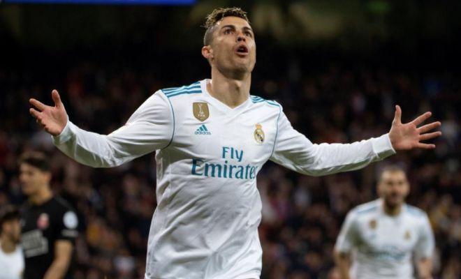Cristiano celebra uno de sus cuatro goles al Girona en el Bernabéu.