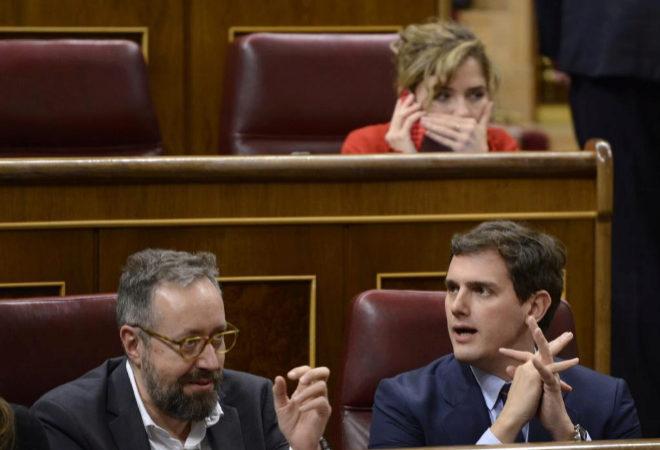 Juan Carlos Girauta, Albert Rivera y Marta Martín, durante el Pleno del Congreso.