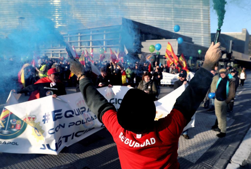 Guardias civiles y policías celebran una protesta