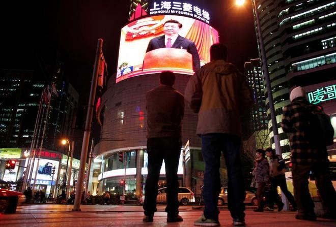 El presidente Xi Jinping, en una pantalla en Shanghai.