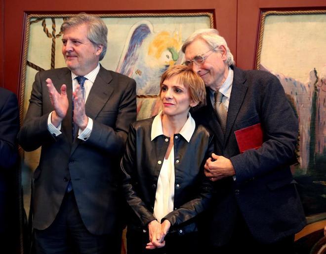 El ministro de Educación, Íñigo Méndez de Vigo, junto Elena...