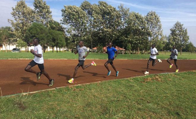 Kanwonor, con la selección de Kenia durante unos entrenamientos.
