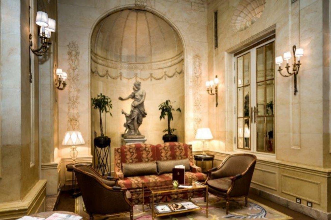Estos son los muebles y objetos m s emblem ticos del hotel for Subastas muebles madrid