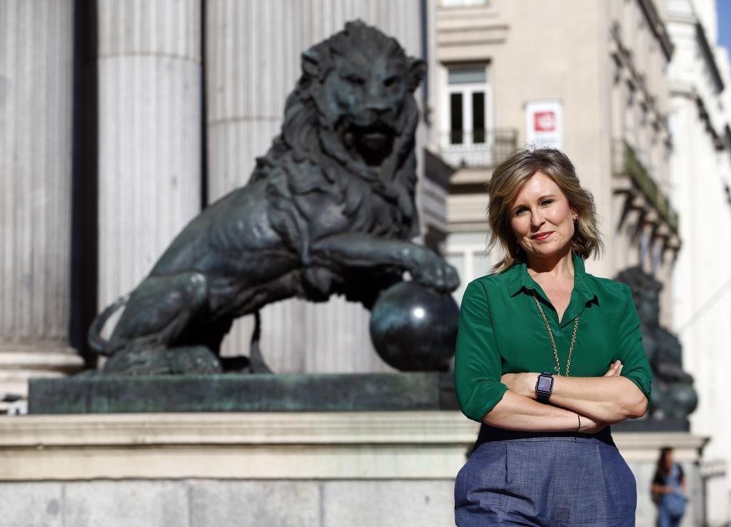 La periodista María Rey, en la entrada del Congreso de los Diputados.