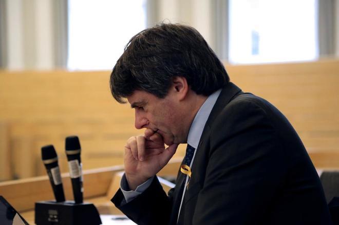 El ex presidente de la Generalitat, Carles Puigdemont, durante su...
