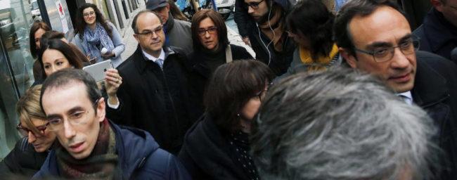 Jordi Turull junto a su mujer a su vuelta al Supremo para conocer la...