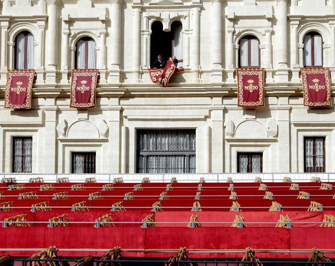 Bajo Semana Santa VigilanciaAndalucía De SevillaEmociones DWIH2E9