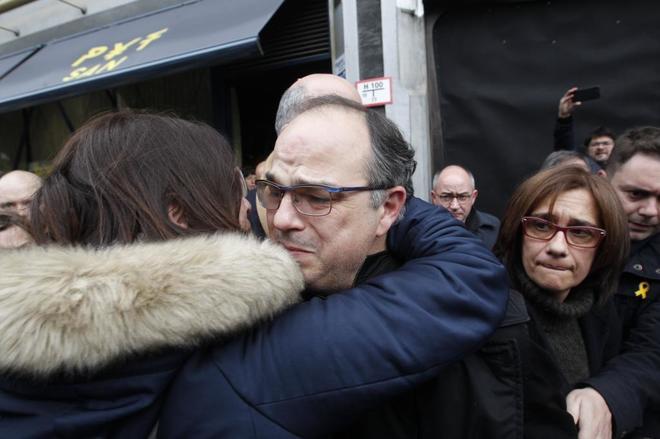 Jordi Turull, despedido entre lágrimas ante la sede del Tribunal...