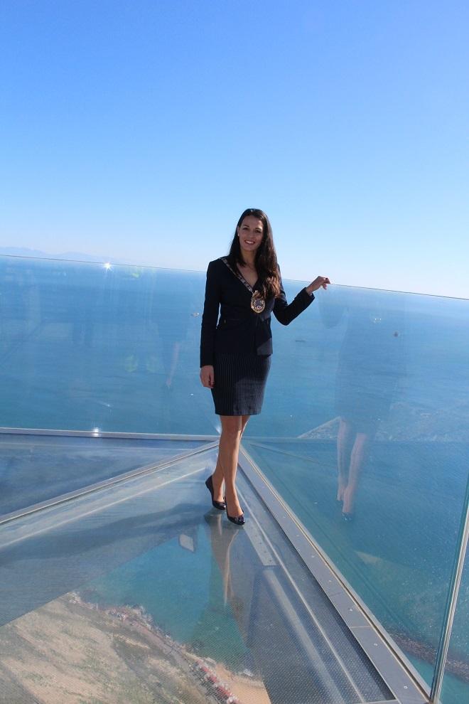 Kaiane López en el Skywalk de Gibraltar.