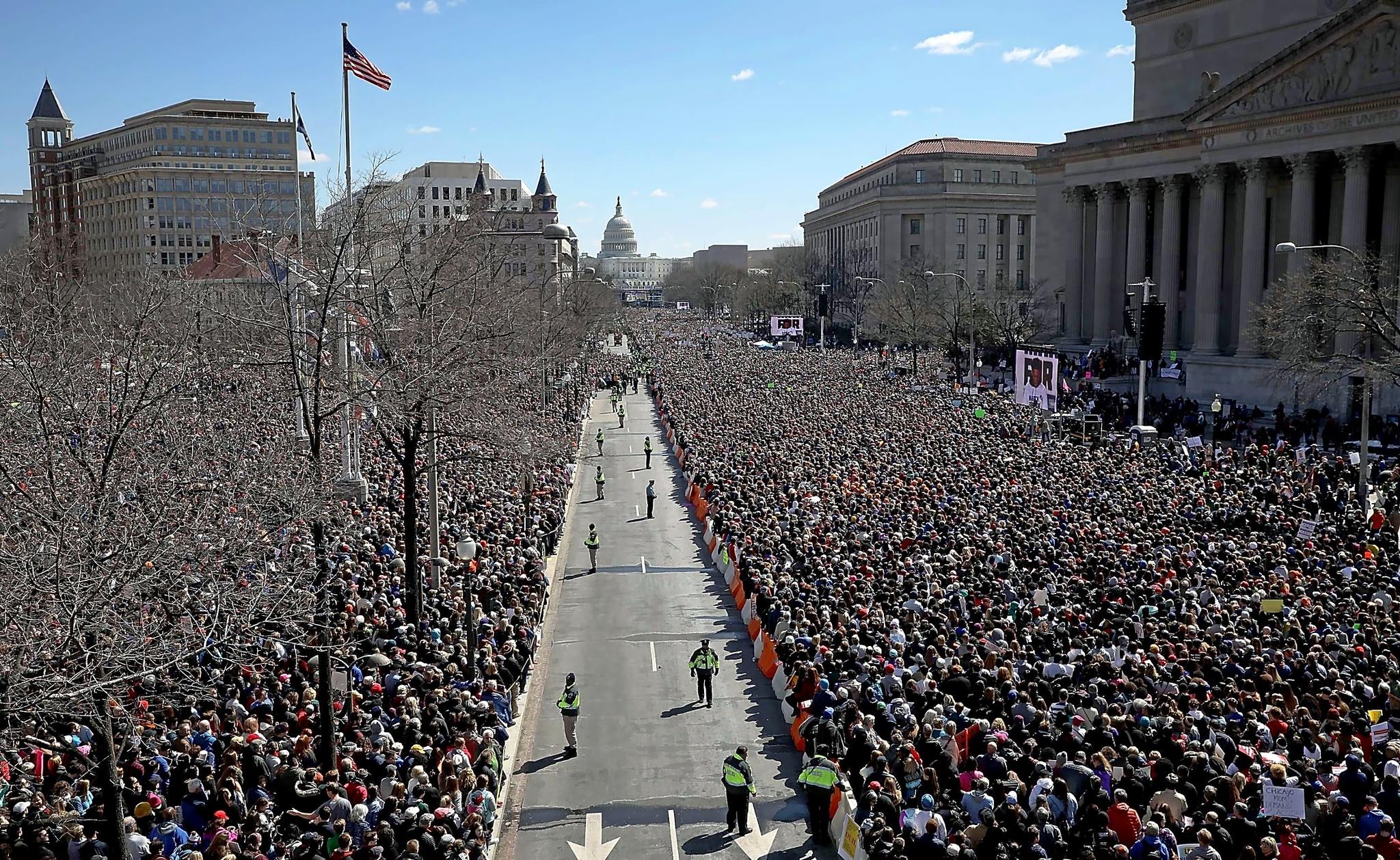 Cientos de miles de personas se han congregado en Washington para protestar por el control de armas en EEUU.