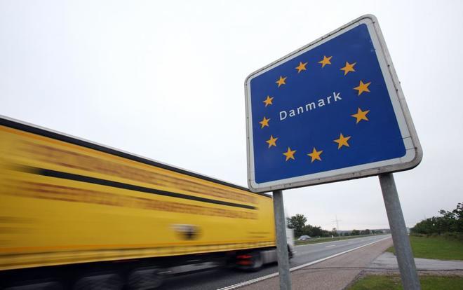 Paso de la frontera entre Dinamarca y Alemania, entre...