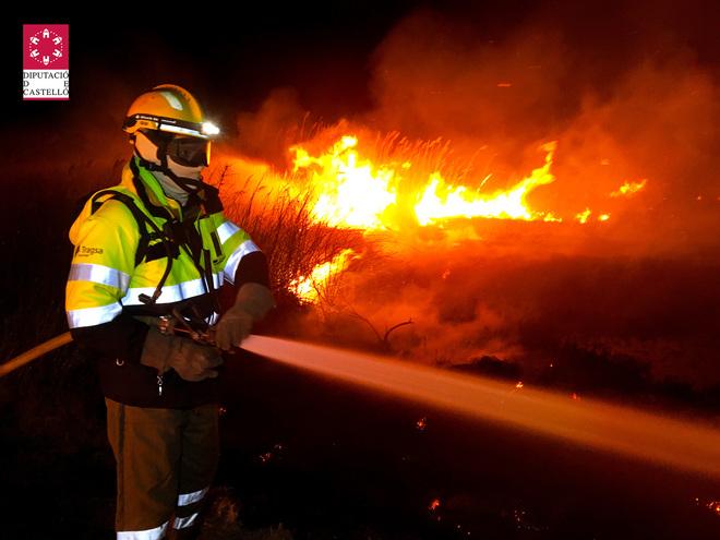Se da por extinguido el incendio del prat de cabanes - El tiempo en torreblanca castellon ...