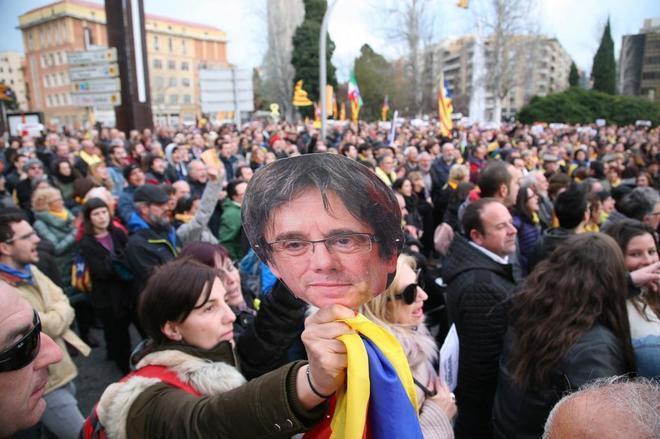 Un momento de la manifestación ante la subdelegación del Gobierno en...