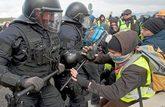 Disturbios entre policías y manifestantes en los cortes de carreteras...
