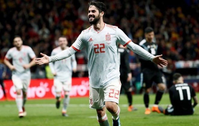 Isco festeja su tercer gol a Argentina, el último de la noche en el Metropolitano.