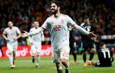 Isco festeja su tercer gol a Argentina, el último de la noche en el...