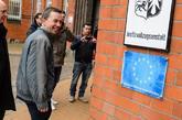El político alemán Bernd Lucke, a su llegada a la prisión en que...
