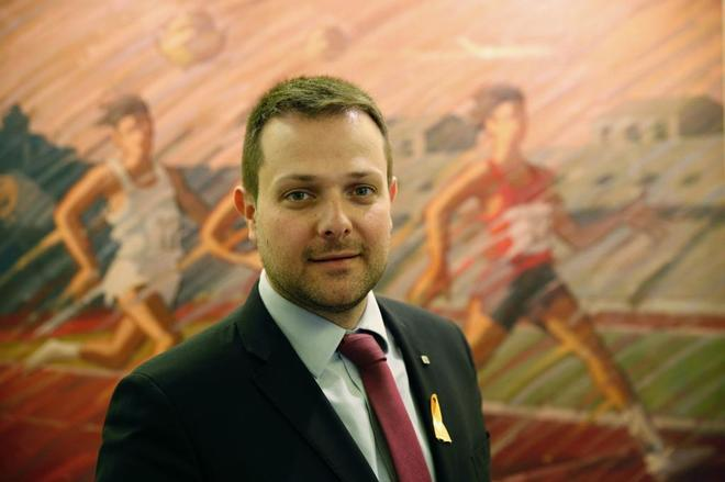 El secretario general catalán de Deportes, Gerard Figueras, posa para EL MUNDO.