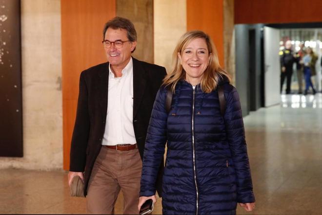 El ex president Artur Mas y la presidenta de la Asociación de Municipios por la Independencia Neus Lloveras