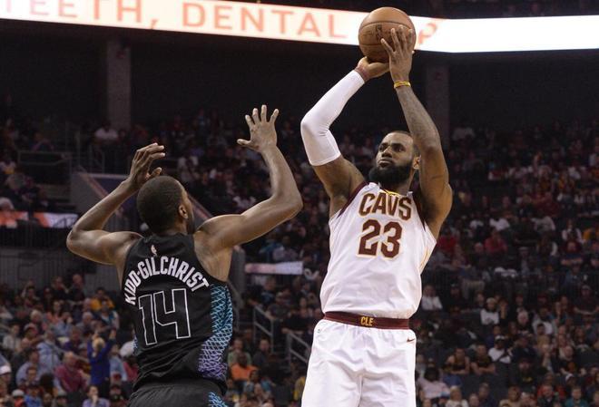 LeBron James, en un partido contra los Charlotte Hornets.