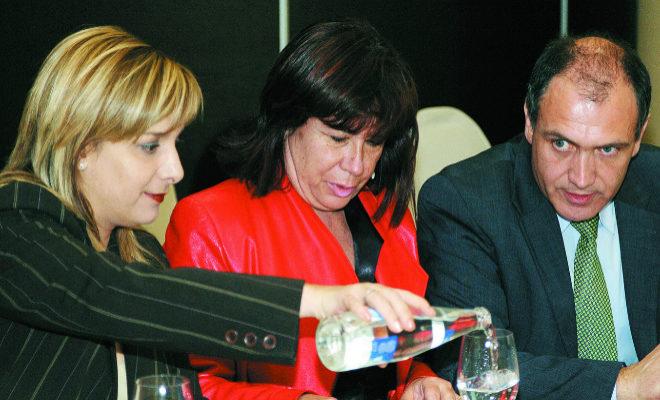 La candidata del PSPV al Ayuntamiento de Alicante en 2007, Etelvina Andreu, la ex ministra de Medio Ambiente, Cristina Narbona, y el ex delegado del Gobierno Antonio Bernabé.
