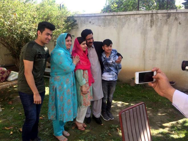 Resultado de imagen para Malala abandona Pakistán después de una visita emotiva a su país