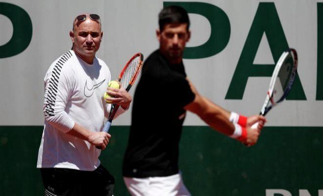 Agassi, junto a Djokovic, durante el pasado Roland Garros.