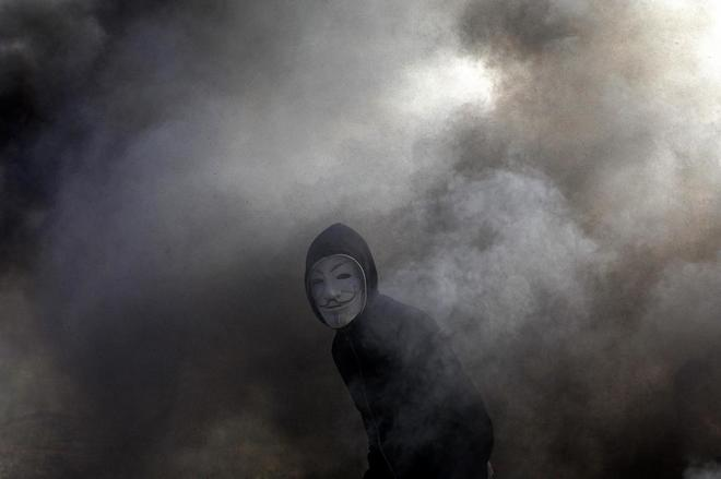 Un manifestante palestino con la máscara de Guy Fawks en 'V de Vendeta'.