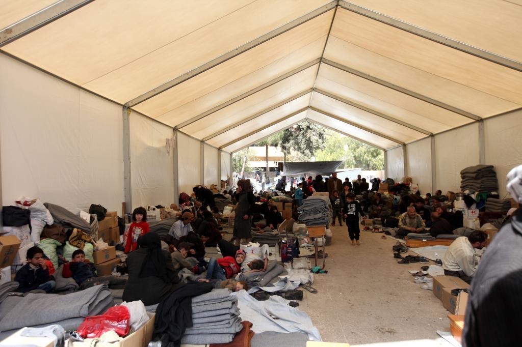 Centro de acogida temporal para evacuados de Guta Oriental en Adra.